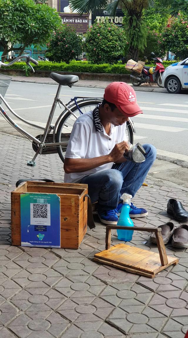 Đánh giày thời 4.0: Quét mã QR, từ chối nhận tiền mặt, chuyện thật ở Việt Nam