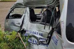 Four die in train-bus collision in Binh Thuan