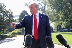 'Vũ khí tự vệ duy nhất' của ông Trump