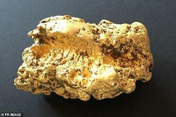 Đào được cục vàng 2kg, thức trắng 3 đêm không ngủ