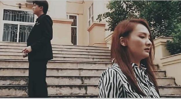 Lộ kết phim 'Về nhà đi con', Vũ cầu hôn Thư bằng bó hoa dại