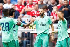 Benzema nổ hat-trick, Real Madrid thắng rửa mặt
