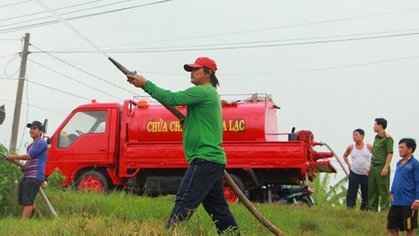 An Giang,residents,make the fire trucks,social news,english news,Vietnam newsvietnamnet news,Vietnam latest news,Vietnam breaking news,Vietnamese newspaper,Vietnamese newspaper articles