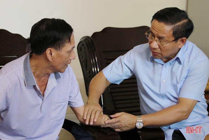 Sự thật gói thầu 4,7 tỷ Hà Tĩnh mua lễ thắp hương thờ cúng liệt sĩ