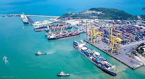 Vinalines sells old ships to restructure fleet