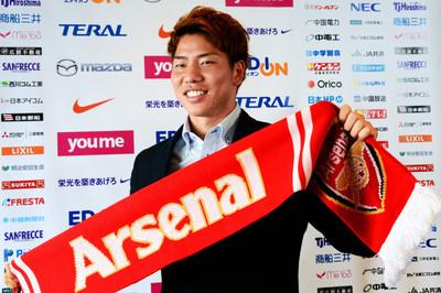 """Chelsea tống khứ """"ông kễnh"""", Arsenal bán tiền đạo Nhật"""