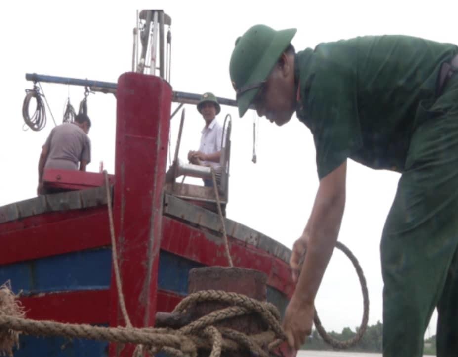 Nghìn mét đê biển Hải Phòng hư hỏng, nhiều tàu cá chưa vào bờ trước bão