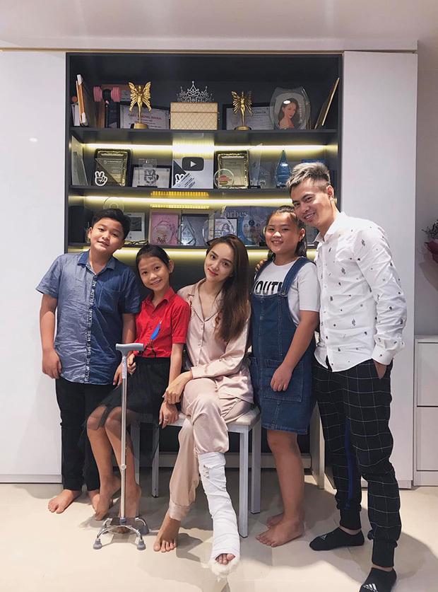 Chiều Xuân,Hồ Ngọc Hà,Hương Giang,Phương Linh,Thu Quỳnh,Về nhà đi con
