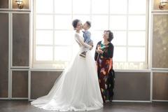 Thu Quỳnh đăng ảnh chụp váy cưới bên người phụ nữ đặc biệt