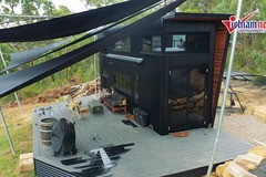 Ngắm ngôi nhà nhỏ xíu đẹp lung linh do cặp đôi tự tay thiết kế và xây dựng