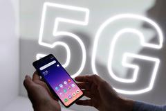 Sóng 5G tới cửa, thế nhưng 5 năm nữa người Mỹ mới có đủ điện thoại 5G