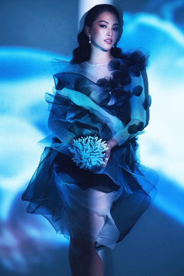 Đỗ Mỹ Linh, Tiểu Vy đẹp mê hoặc trong hình tượng nữ thần biển cả