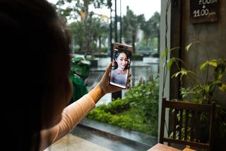 Qua thời Selfie, quay video xóa phông, góc rộng 'chiếm sóng' mạng xã hội