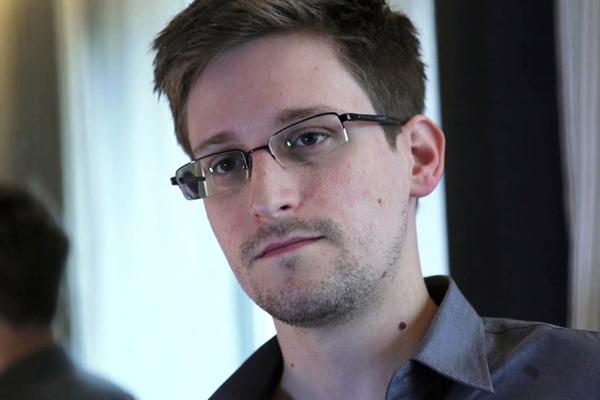 Edward Snowden,Facebook,Instagram