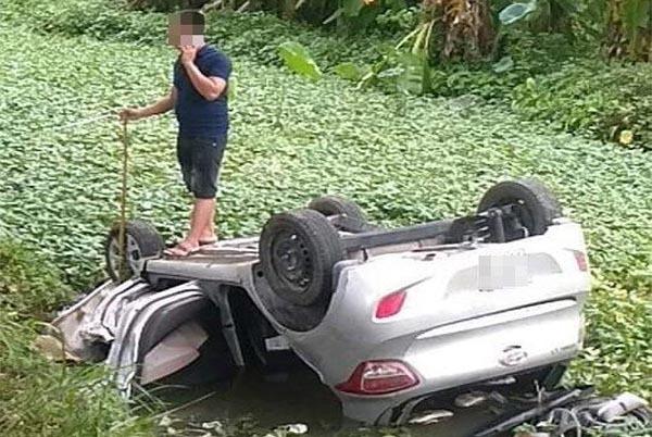 Tài xế tử vong trong ô tô lật ngửa dưới mương nước ở Bắc Ninh