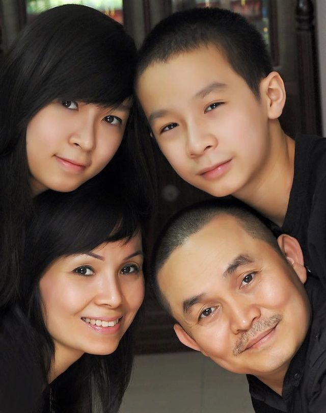 Xuân Hinh khoe ảnh gia đình, thề thốt 'một lòng thờ vợ kính con'