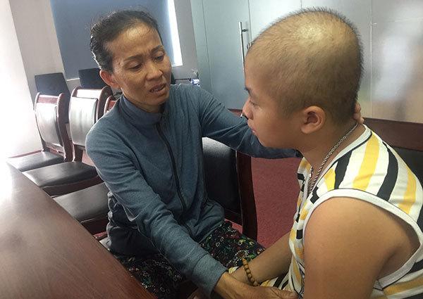 Hết bệnh tim đến ung thư, bé trai đau đớn vật vã