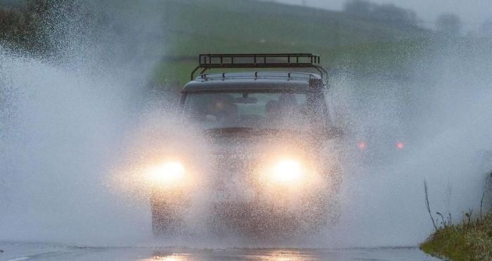 lái xe mùa mưa