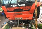 Xe khách lao vào chợ ven đường ở Gia Lai, ít nhất 3 người chết