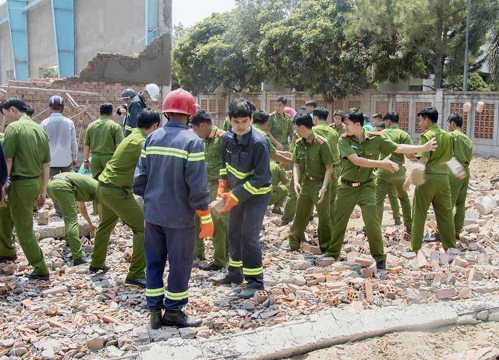 Hàng loạt sai phạm xây dựng trong vụ sập tường làm 7 người chết ở Vĩnh Long
