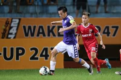 Thắng thót tim Bình Dương, Hà Nội lên ngôi đầu V-League