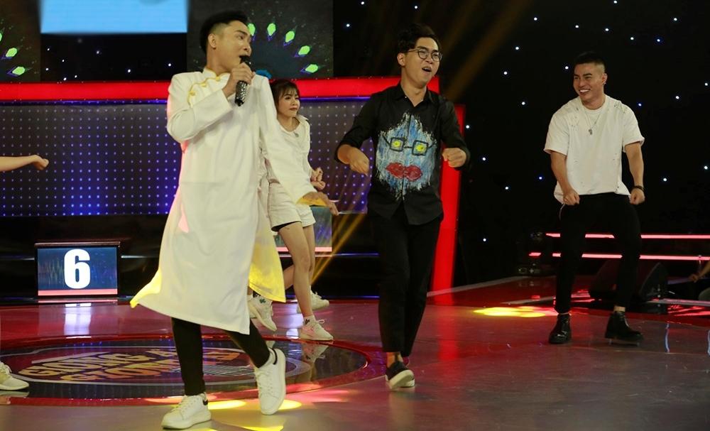 Ngô Kiến Huy ẵm trọn 50 triệu nhờ song ca cùng 'Hot boy kẹo kéo'