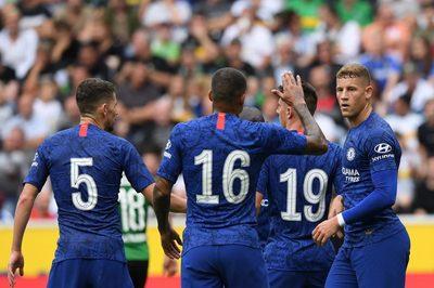 Chelsea thoát thua ngoạn mục nhờ 2 quả penalty