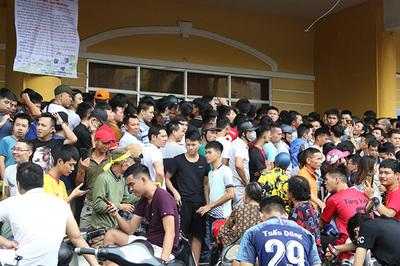 Sân Thiên Trường vỡ giá vé, đắt ngang tuyển Việt Nam đá