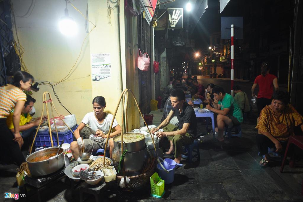 Chuyện lạ Việt Nam, trồng loài rau dại cứu đói thu tiền triệu mỗi ngày