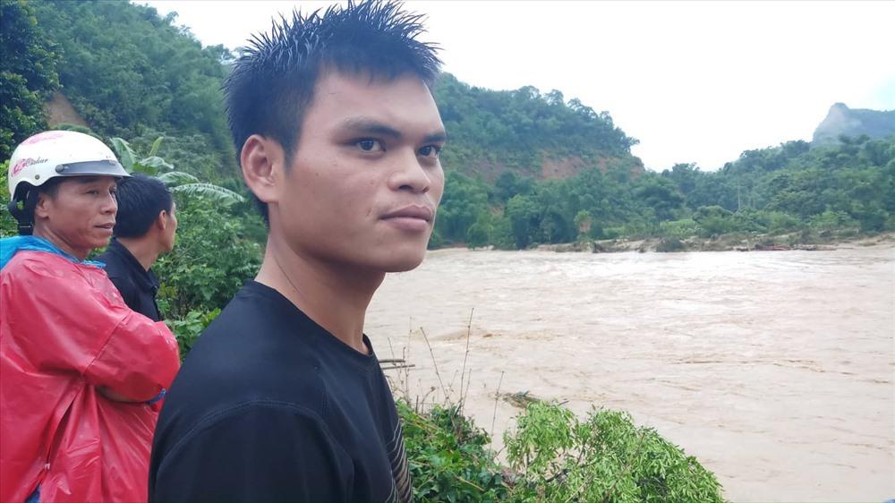 Tặng bằng khen cho thanh niên cứu người đu cây trong lũ dữ ở Thanh Hóa