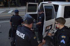 Mỹ rúng động thêm vụ xả súng mới, 10 người chết
