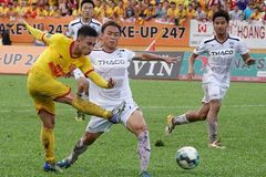 Vòng 19 V-League: Hà Nội chiếm ngôi đầu, TPHCM thua đội cuối bảng