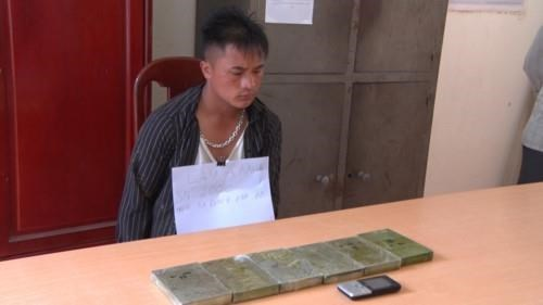 Two men smuggling 2.1kg heroin arrested in Dien Bien