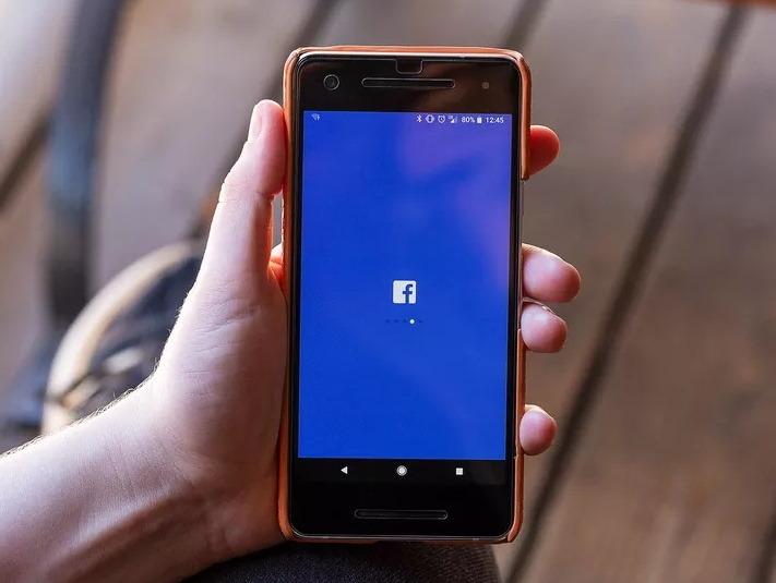 Facebook,Instagram