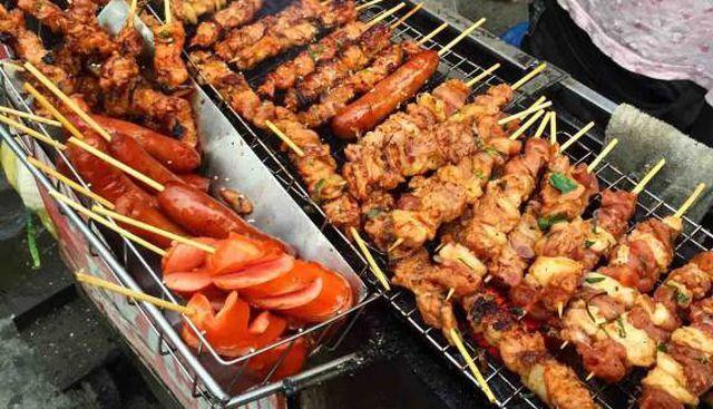 Thịt chó, tiết canh và những món báo Tây khuyên không nên ăn khi đến VN