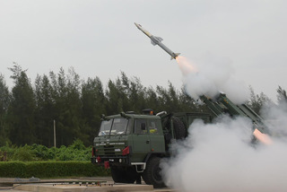 Xem Ấn Độ thử hệ thống phòng không phản ứng nhanh