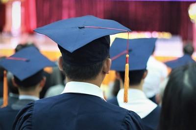 Những người muốn có bằng đại học trong vài ngày là ai?