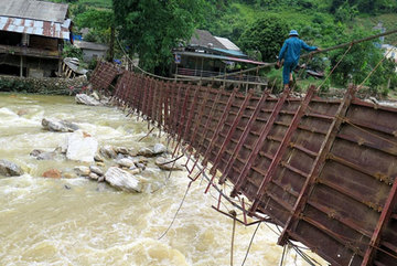 Residents of landslides-prone areas wait for relocation