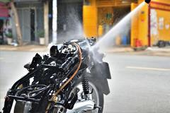 Rửa xe máy 'siêu sạch', sạch tới mức nào?