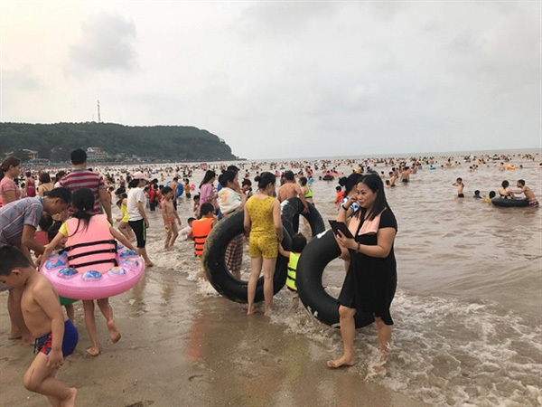 VN tourist sites face challenges from overcrowding