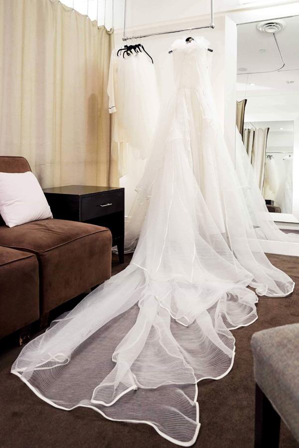 Váy cưới của nhà thiết kế Việt ở nhiều thị trường lớn, mở đầu là New York