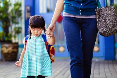 Cách dạy tự nhiên của bà mẹ không sợ con thua từ vạch xuất phát