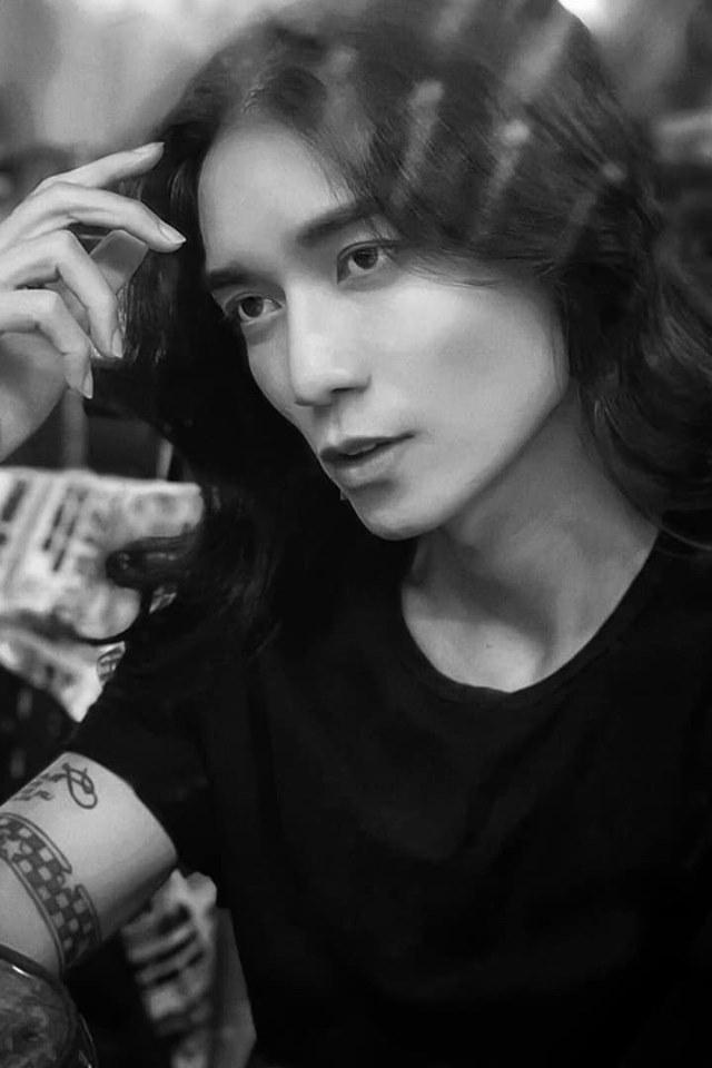 Hương Giang trấn an người hâm mộ sau khi bị gãy xương chân
