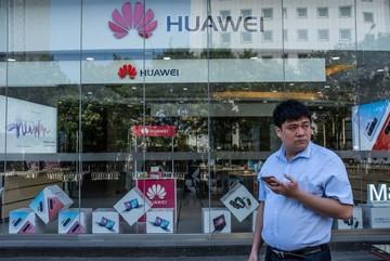 Hàng loạt nhà mạng lớn 'bùng' đơn đặt hàng điện thoại Huawei