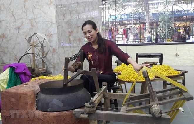 Vietnam's traditional silk,brocade weaving,hoi an,festival,quang nam,Vietnam entertainment news,Vietnam culture,Vietnam tradition