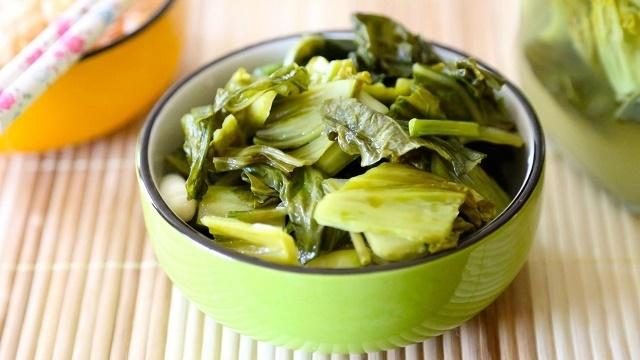Pickled mustard greens,vietnam cuisine,vietnam food,vietnam specialties,travel news,Vietnam guide,Vietnam tour,travelling to Vietnam