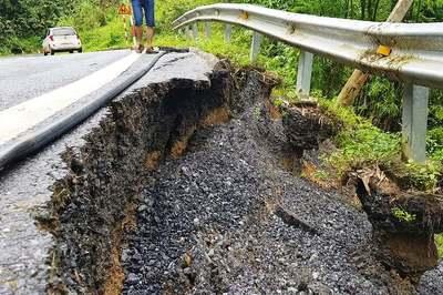 Quốc lộ 217 Thanh Hóa sạt lở nghiêm trọng sau mưa lũ