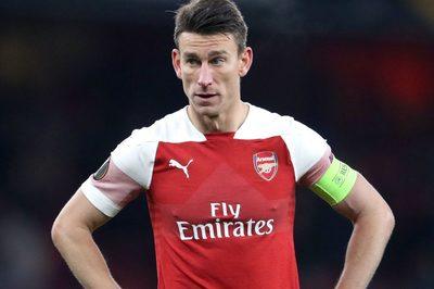 Arsenal tống khứ gã đội trưởng nổi loạn