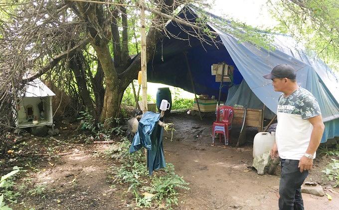 Bên trong túp lều của gã giang hồ cứu chục đôi sinh viên tình tự đêm vắng