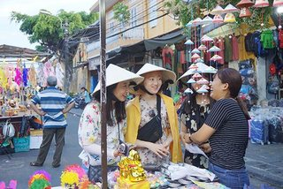Will Chinese travelers' No1 position be ousted by Koreans?